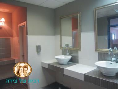 חדר השירותים