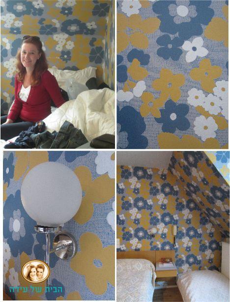 טפט פרחוני בכחול וצהוב