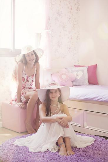 בנות בסגול