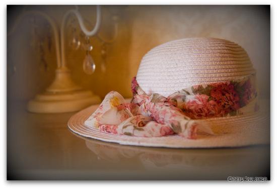 כובע קש לבן