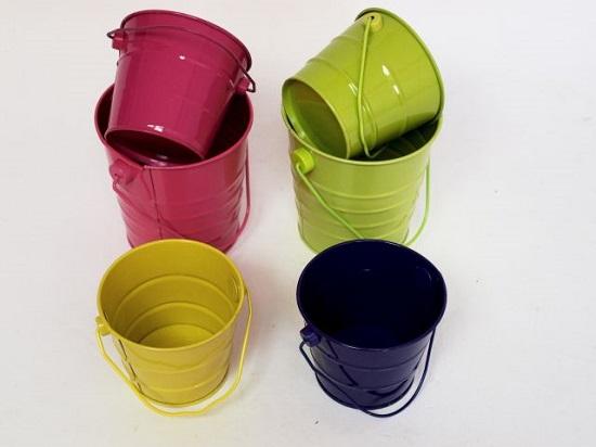 דליי פח צבעוניים של  חברת מור-פק.