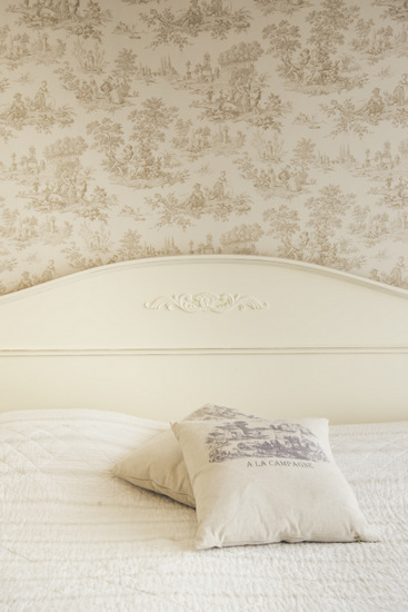 טפט toile מודבק על גב מיטה