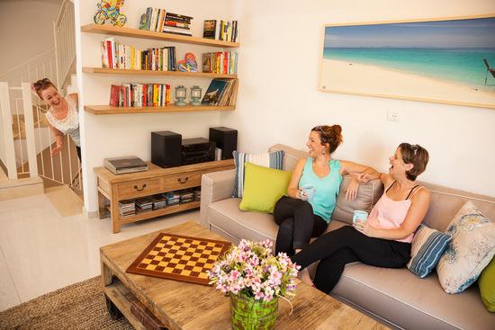שיחה נעימה בסלון הביתי