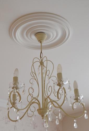 מנורת קנים עם רוזטה
