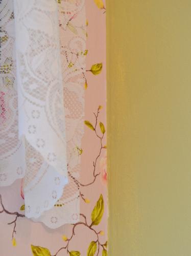 שילוב של טפט צבע ווילון תחרה