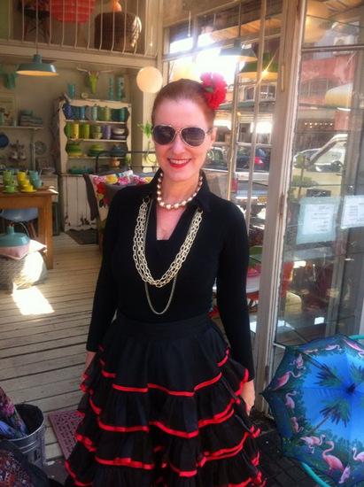 ספרדייה רקדנית במשקפים