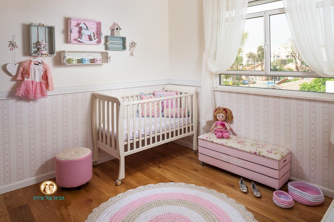 טפט ורוד עבור חדר של ילדה