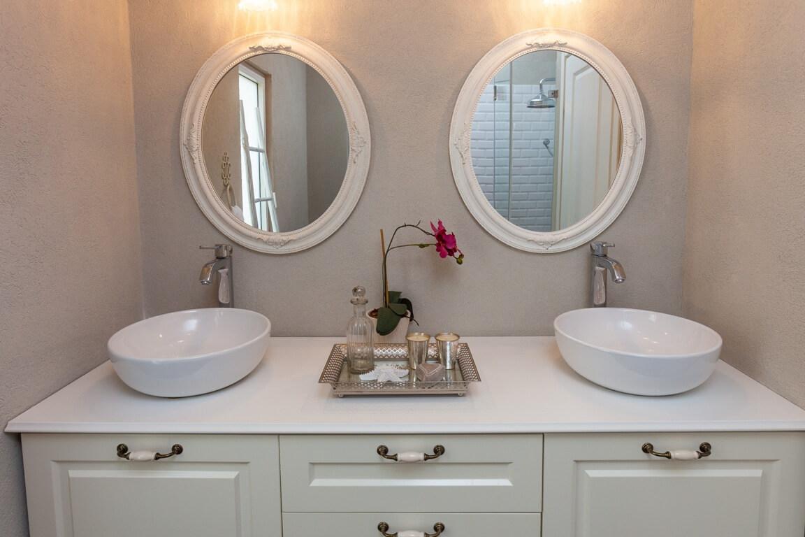חדר אמבטיה בסגנון פרובנס