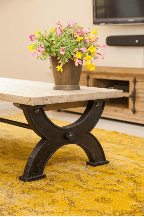 שולחן בסלון