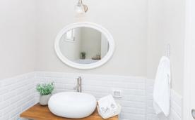 גופי תאורה בחדר אמבטיה