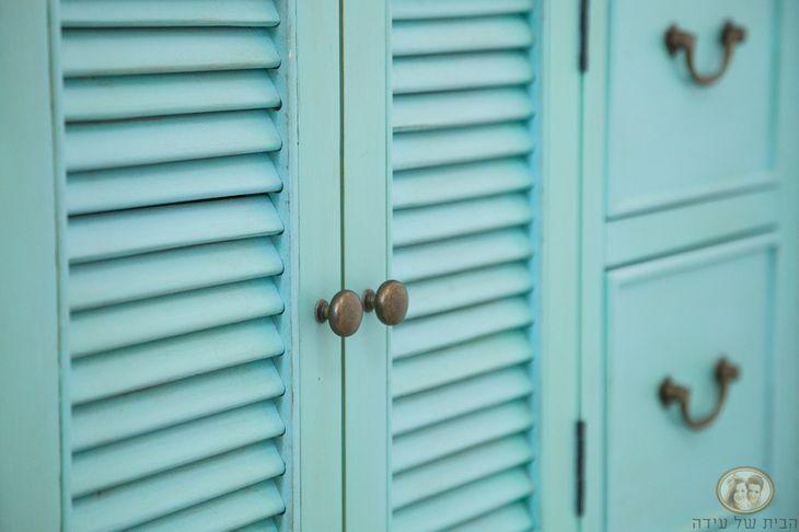 ארון עם דלת תריס