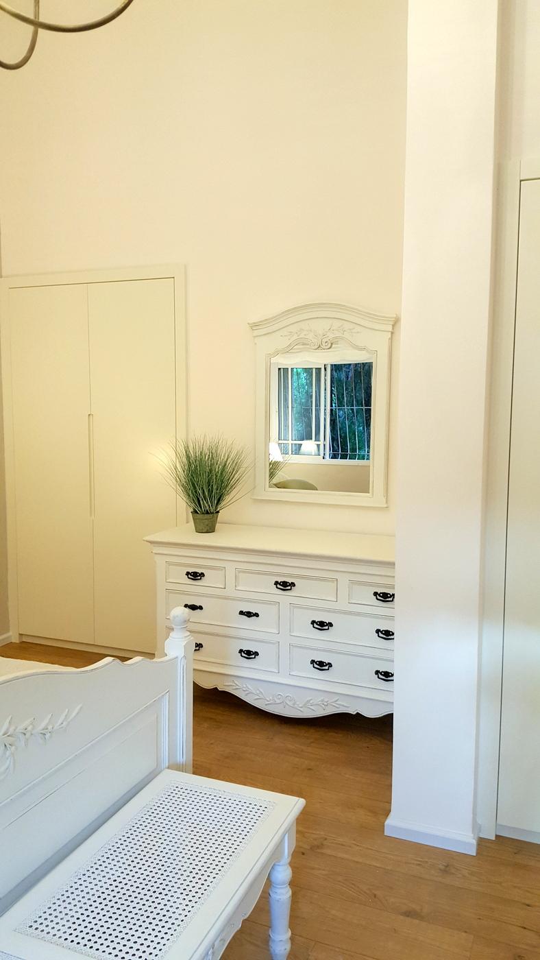 שידת מגירות לחדר שינה בסגנון פרובנס