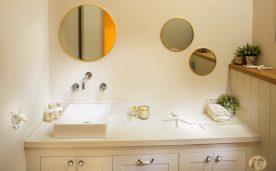 עיצוב שירותי האורחים בבית של מיכל ויואב