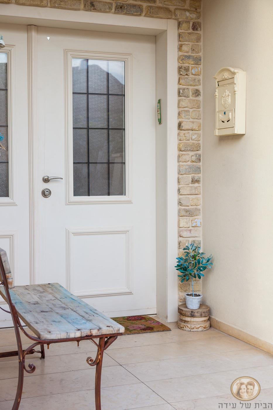דלת כניסה לבית בשמנת