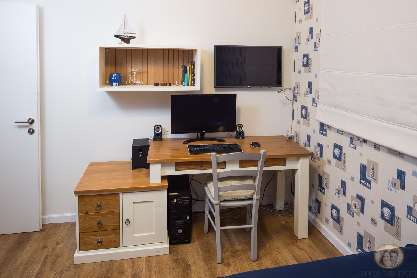 שולחן כתיבה לחדר של בן