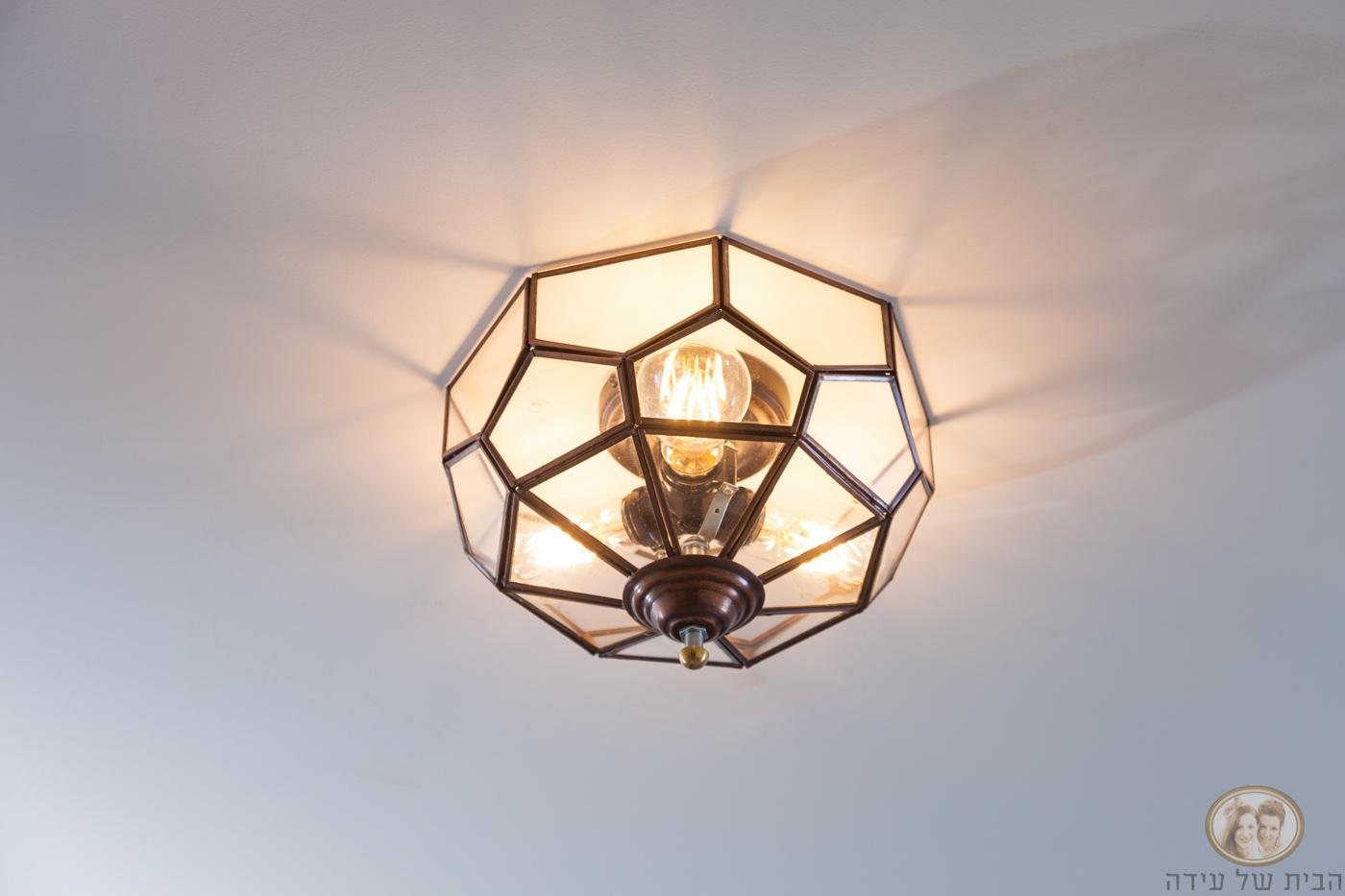 תאורה לכניסה לבית