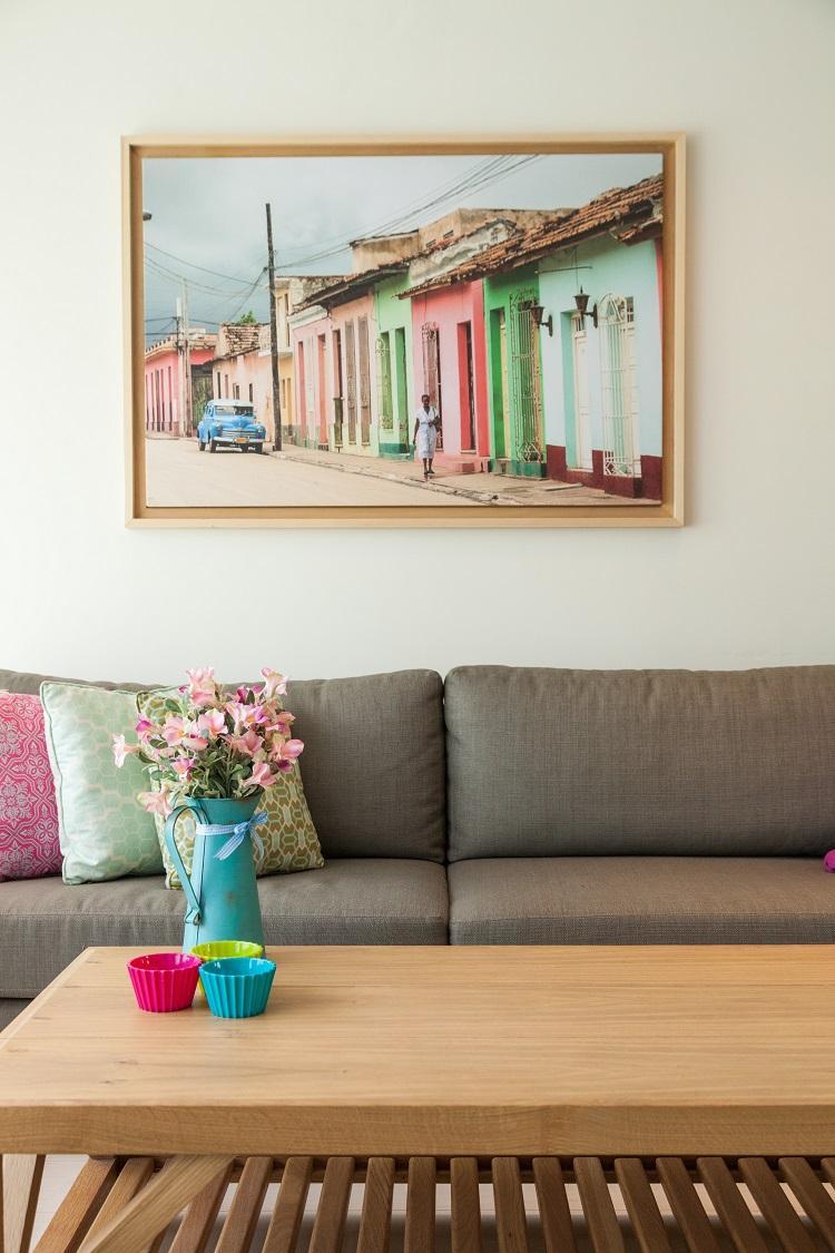 תמונה לקיר מעל ספה