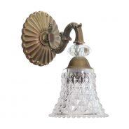 אדריאנה בעלת רוזטה מעוטרת, זרוע מסוגננת משובצת אבן קריסטל וכוס זכוכית מעוטרת