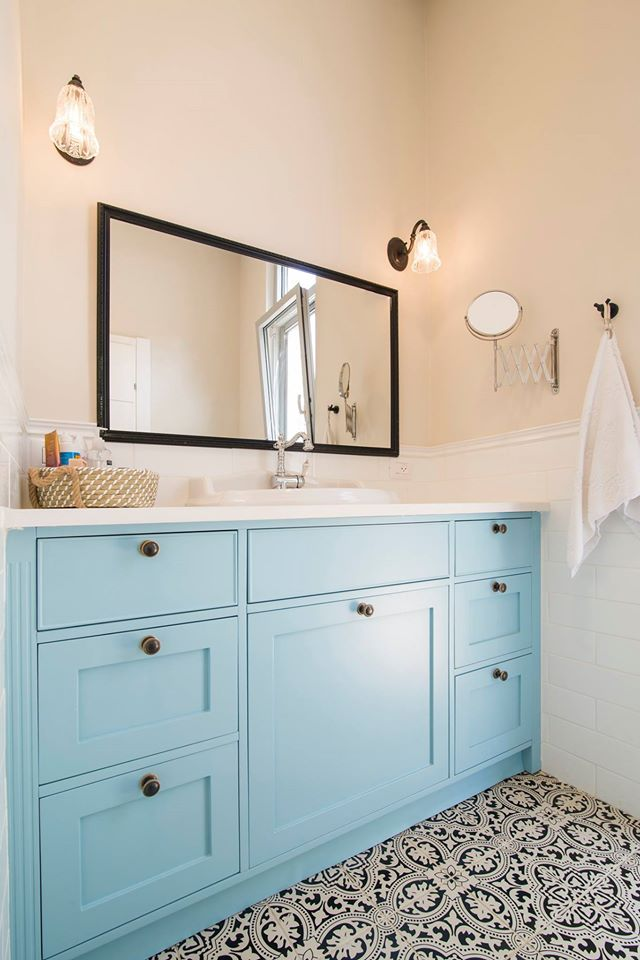 עיצוב ארונות אמבטיה כפריים