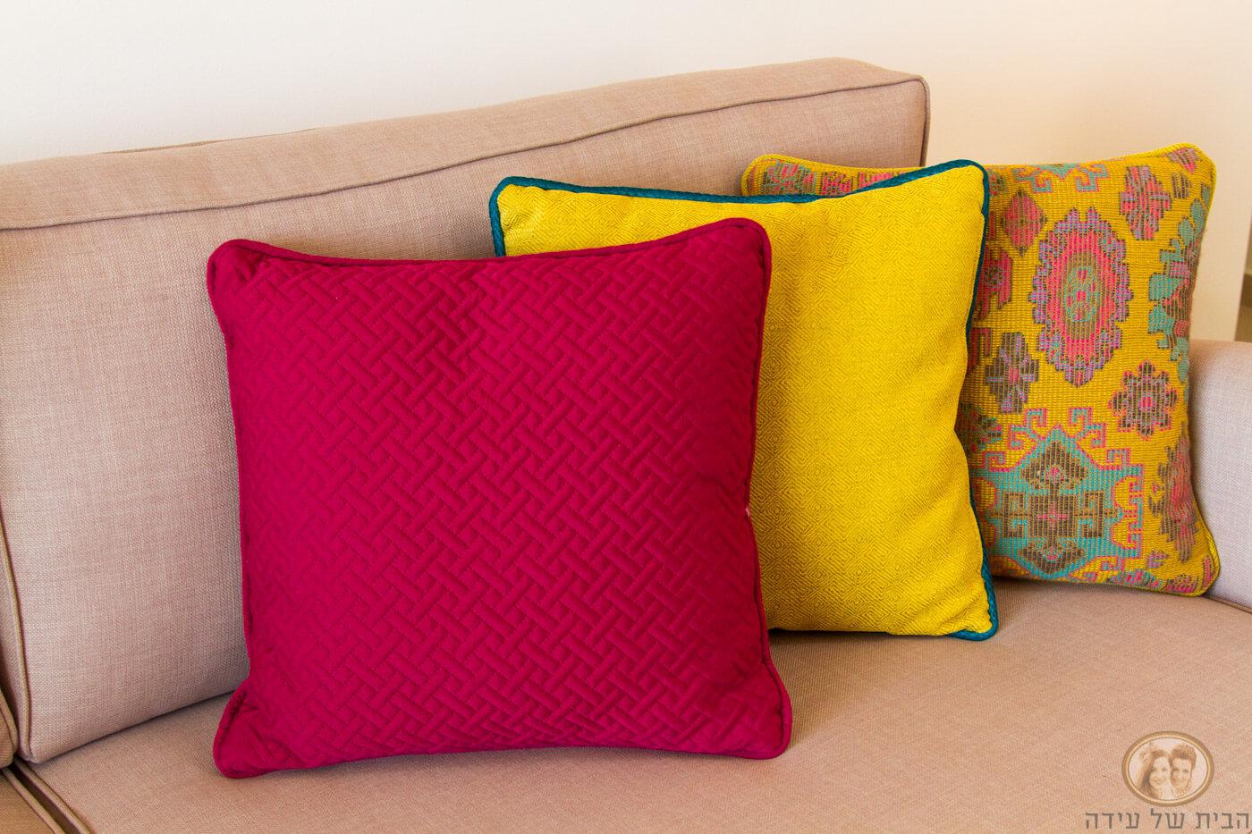 כריות נוי צבעוניות לספה