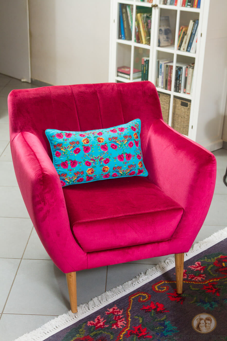 כורסא צבעונית לסלון