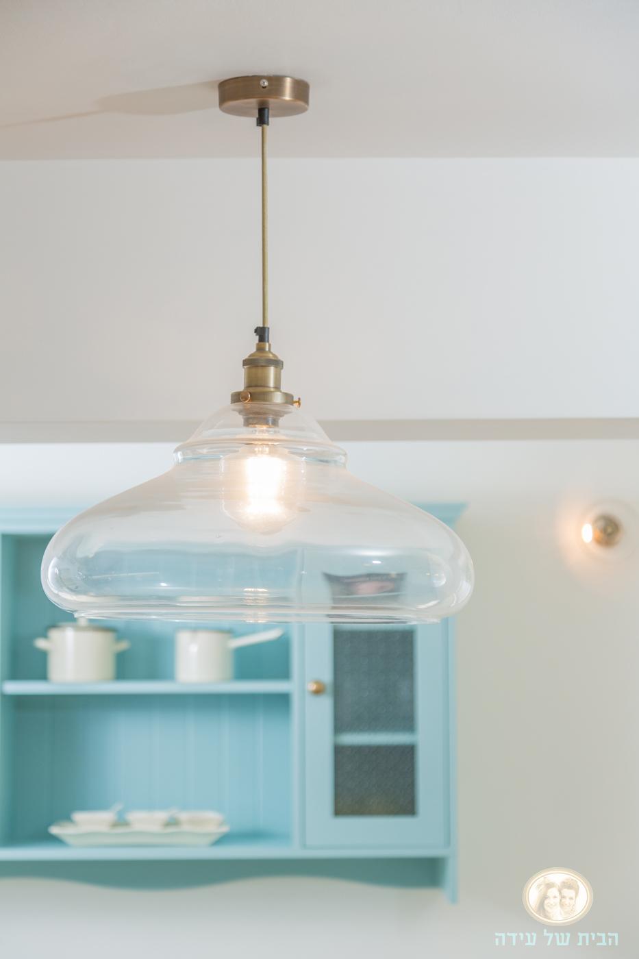 מנורת זכוכית תלויה