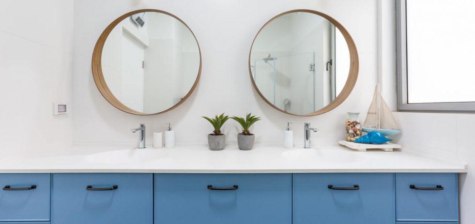 מראות מעוצבות בחדר אמבטיה