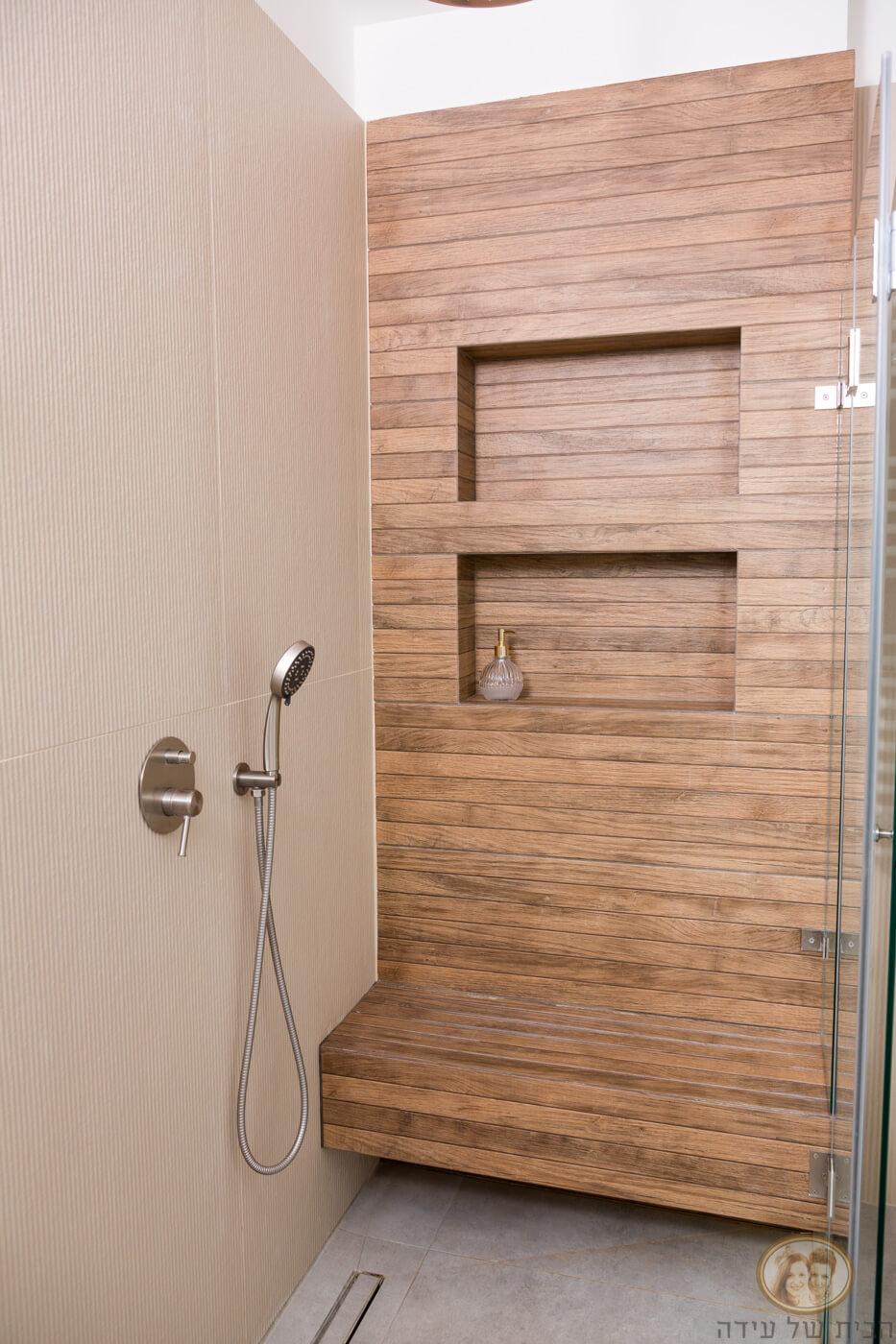 קיר נישות באמבטיה