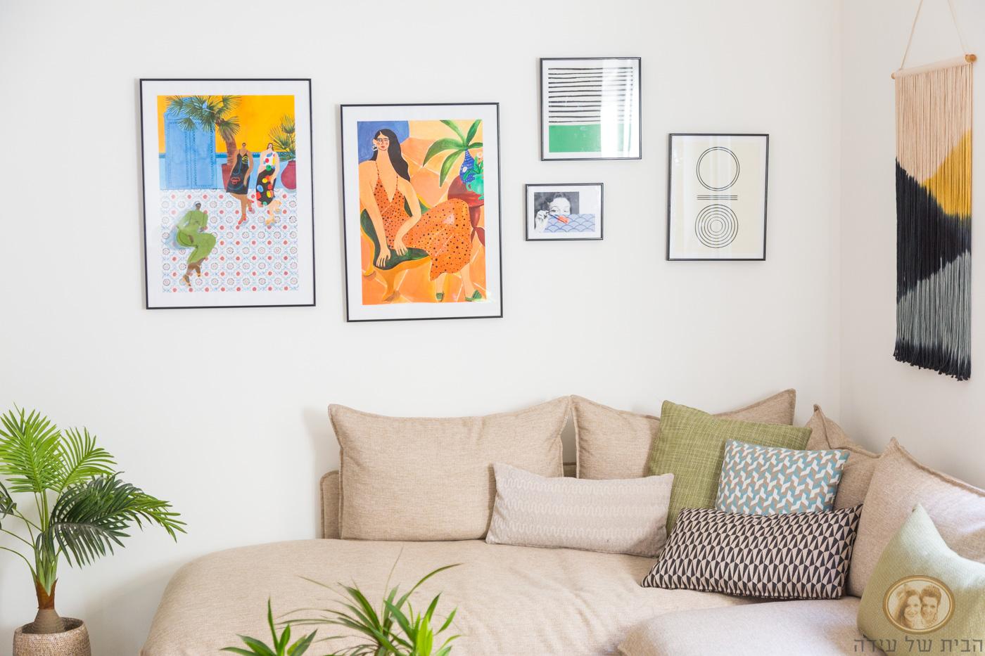 קומפוזציית תמונות מעל הספה