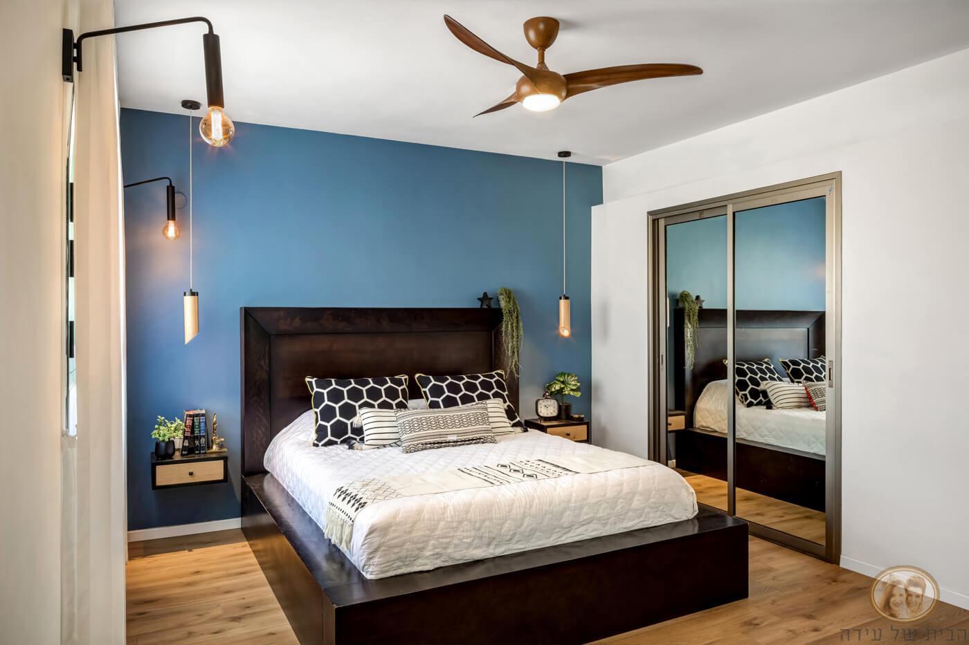 צביעת קיר בחדר שינה