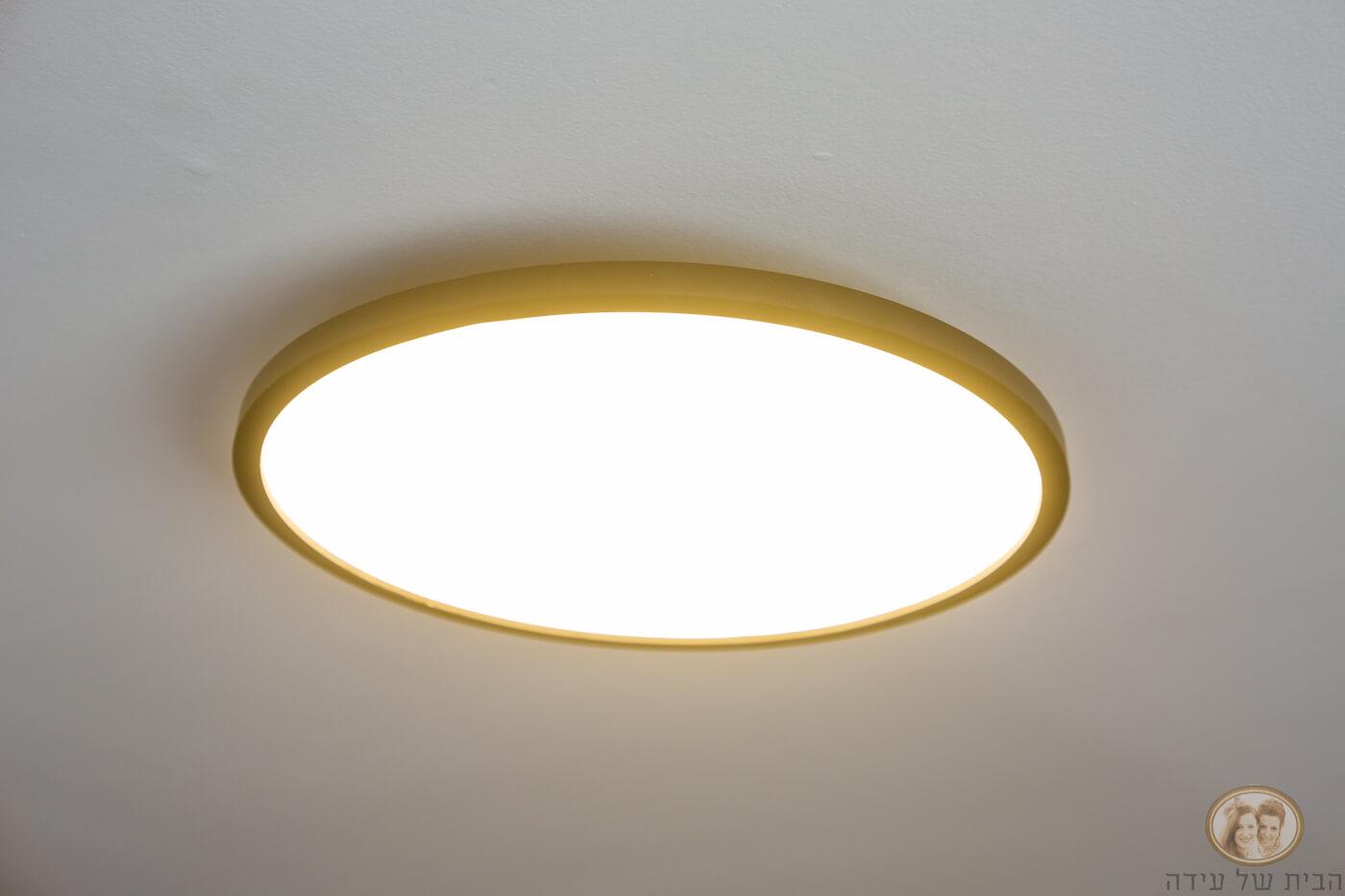 תאורה צמודה לתקרה