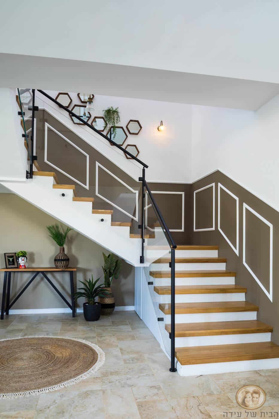 קרניזים למעלה מדרגות